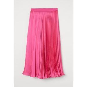H&M Pink Satin Pleated Skirt